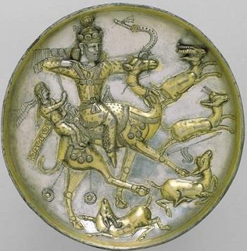 ظروف اصفهان را به قلمزنی هایش می شناسید. اما پیش از اسلام در زمان ساسانیان ظرف قلمزنی شده بسیار زیبایی ساخته شده است که زرکوب هستند. زیبایی و ظرافت در ظروف ساسانی شگفت انگیز است.