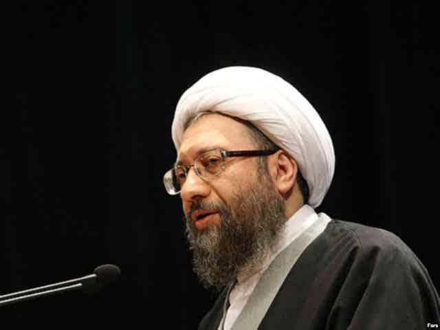 لاریجانی دزد و آدمکش رئیس به اصطلاح قوه قضائیه ایران. این آخوند بی سواد و بی شرافت، اعدام را یکی از ارزش های والای اسلام و مسلمانان می داند.