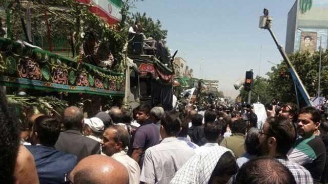 تشییع جنازه پیکر قربانیان داعش در تهران که خامنه ای این کشتار مردمی را ترقه بازی نامی
