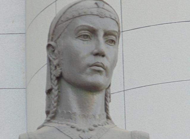رابعه بلخی ، دیرین ترین چامه سرای زبان پارسی است که او را مادر پارسی نامیده اند