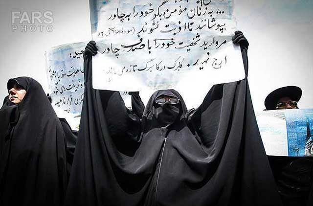 اینها زنان زن ستیزند. زنانی که مزدوری رژیمرا پذیرفته و به خیانت علیه همنوعان خود می پردازند.