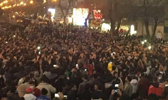 تظاهرات ماه پیش مردم مبارز و شجاع زنجان علیه قوانین ضد انسانی و حکومت ضد ایرانی ولایت فقیه